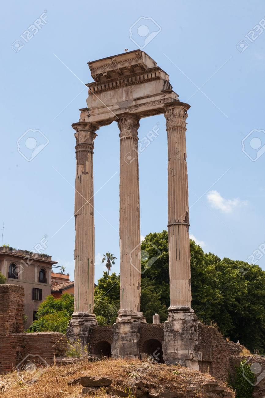 カストルとポルックス神殿はフォ...