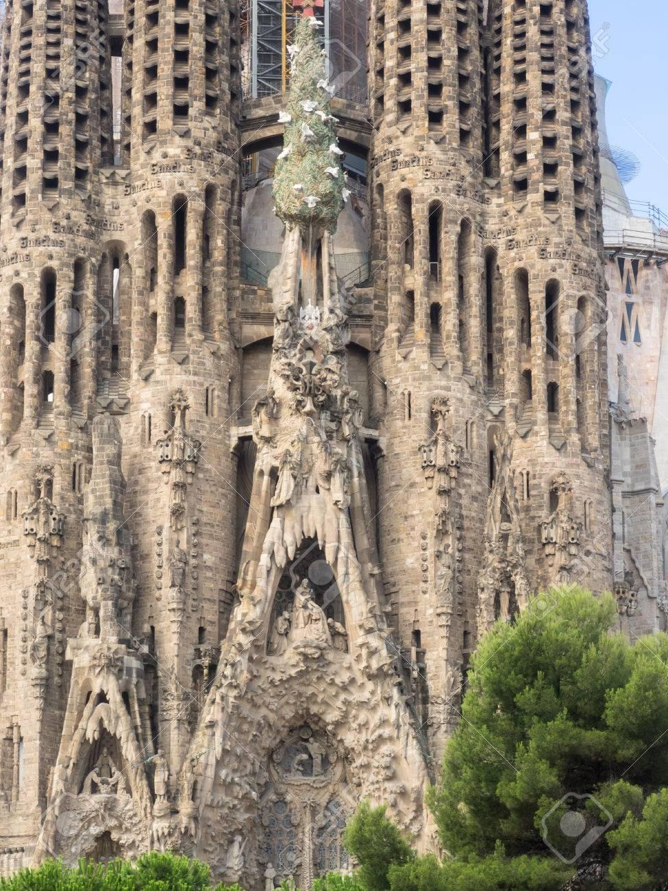 baslica i templo expiatorio de la sagrada familia es una iglesia catlica romana grande en barcelona