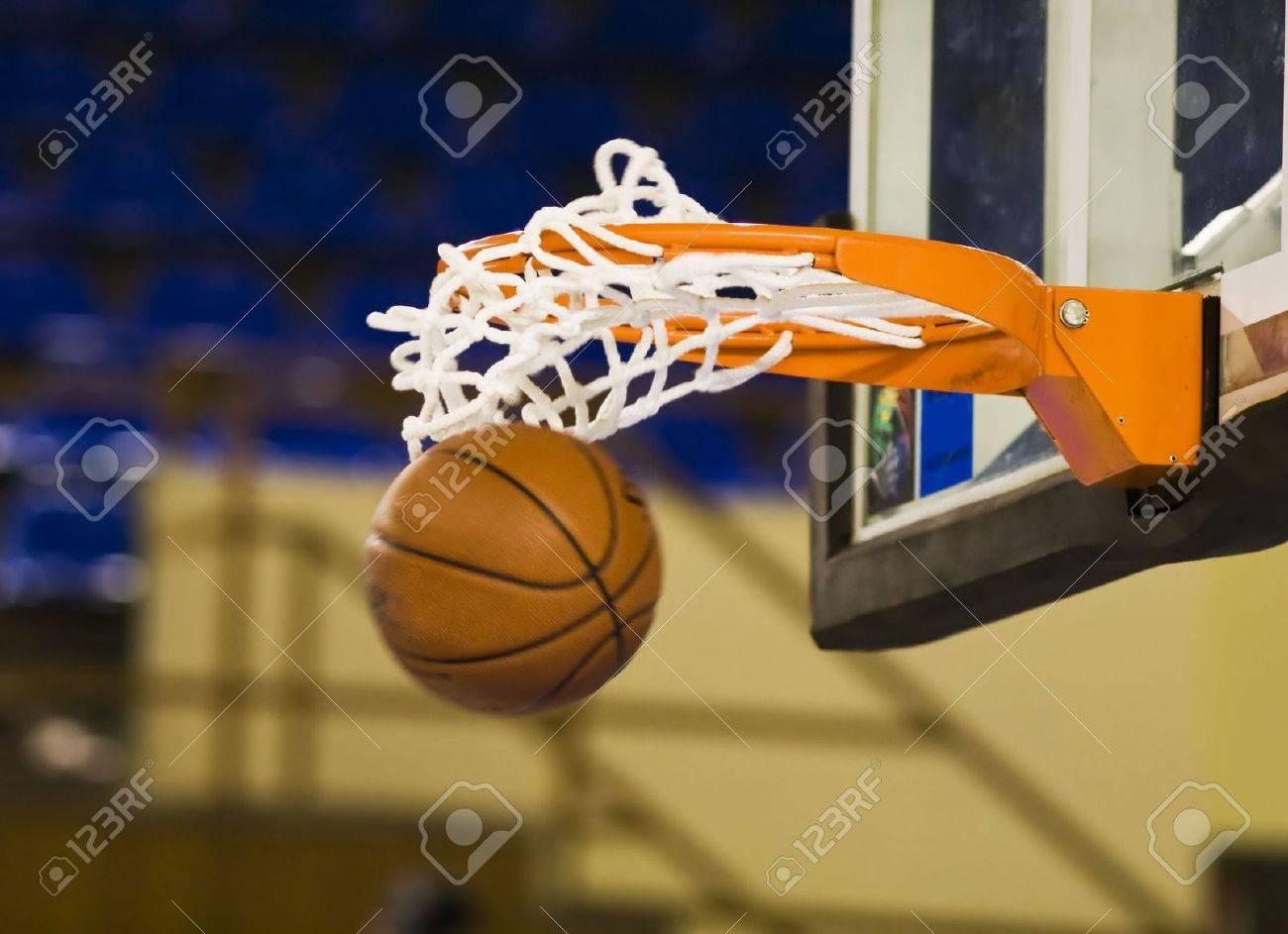 Ball in hoop - 3637884