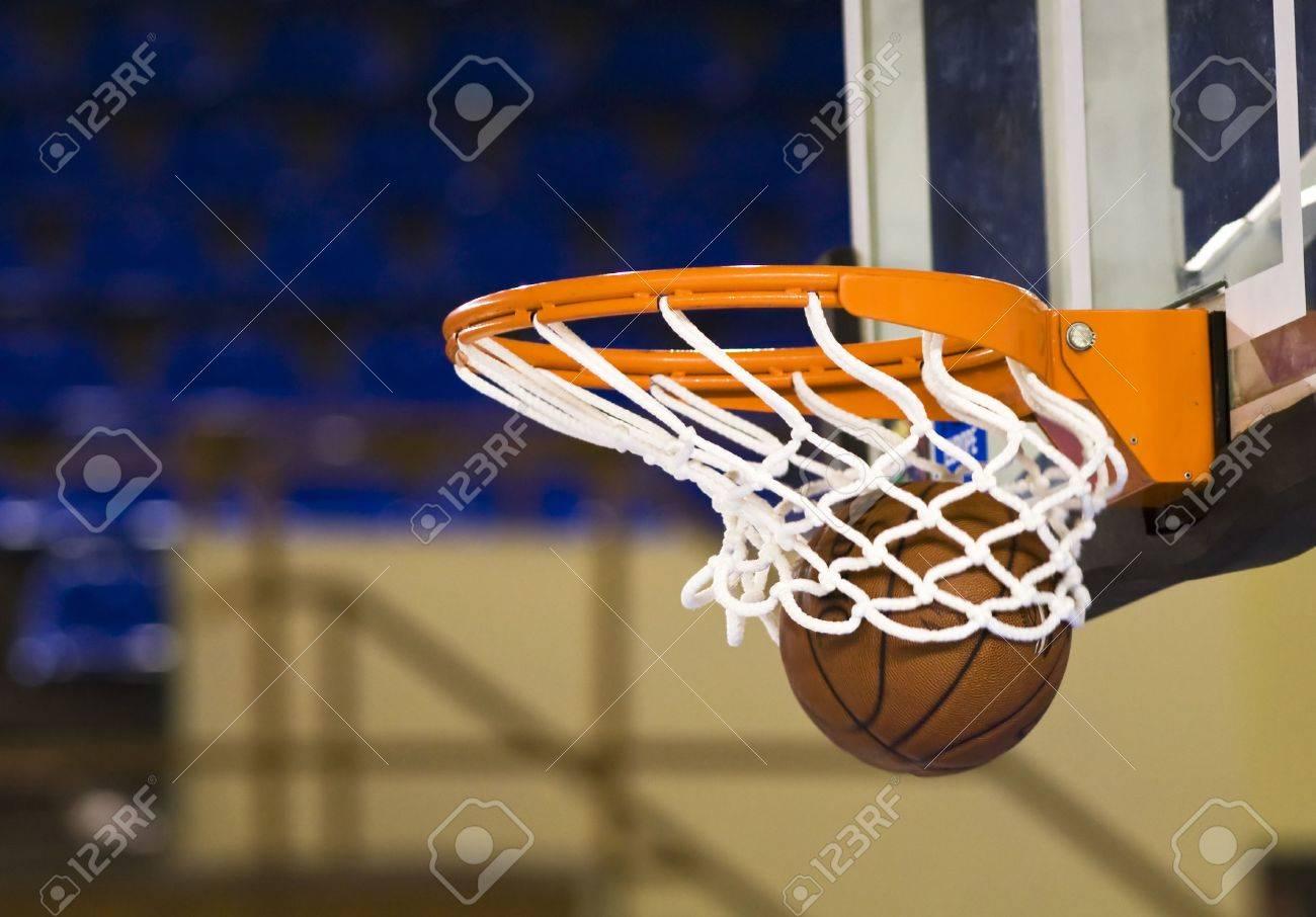Ball in hoop - 3637886