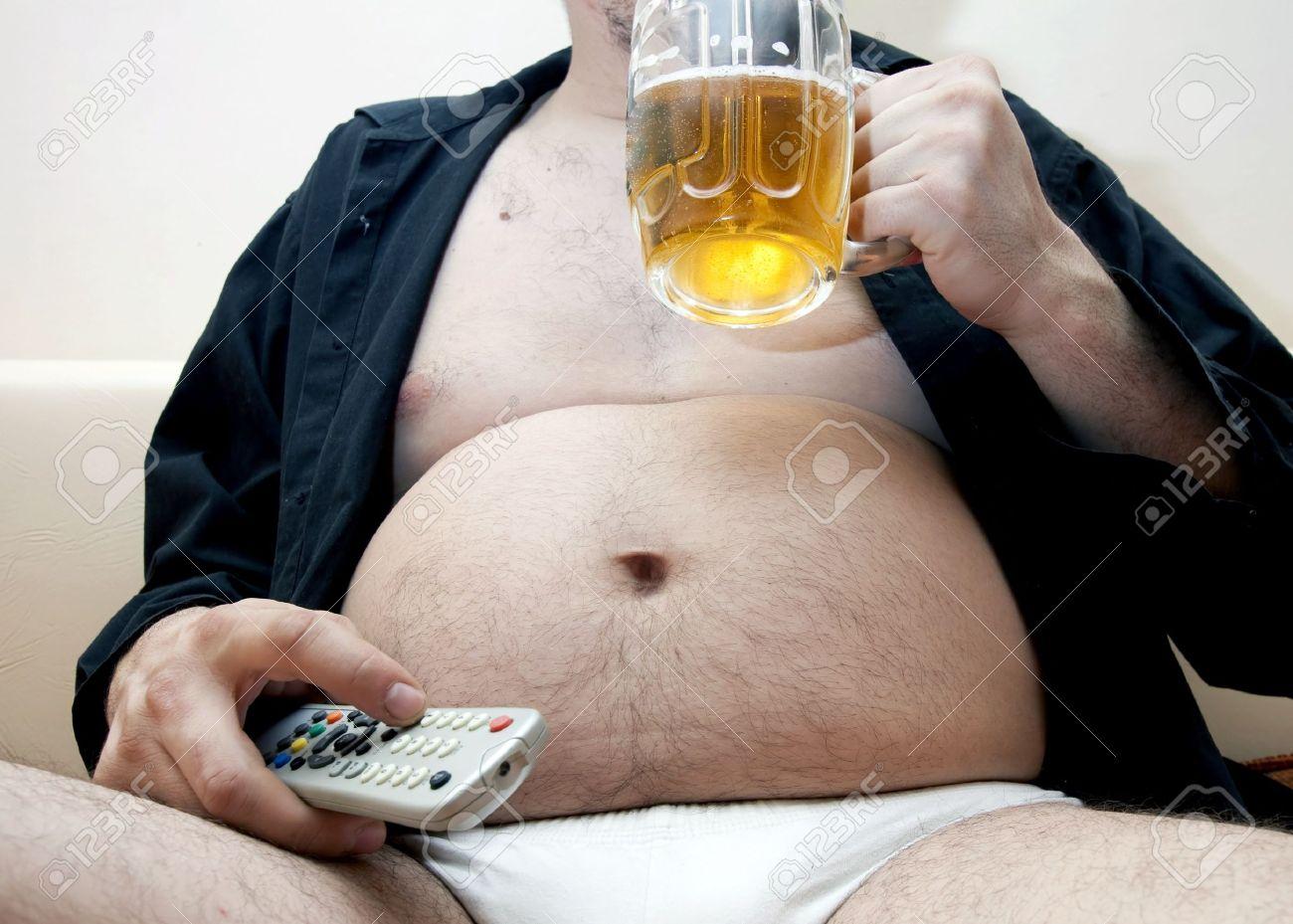 Пузатый толстый мужик пьет водку 21 фотография