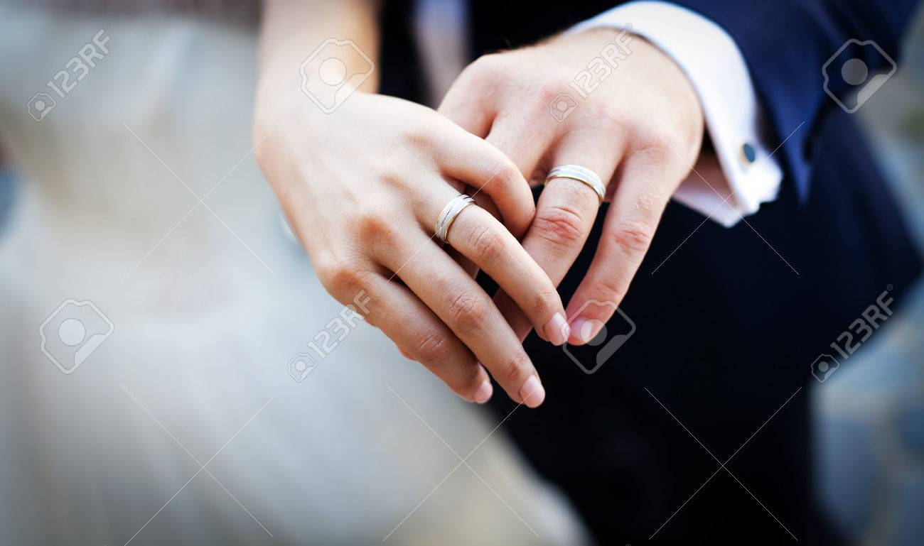 Hands and rings on wedding bouquet Stock Photo - 37275704