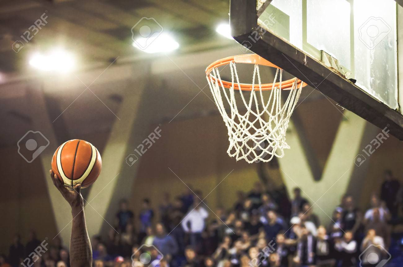 scoring the winning points at a basketball game - 76296370