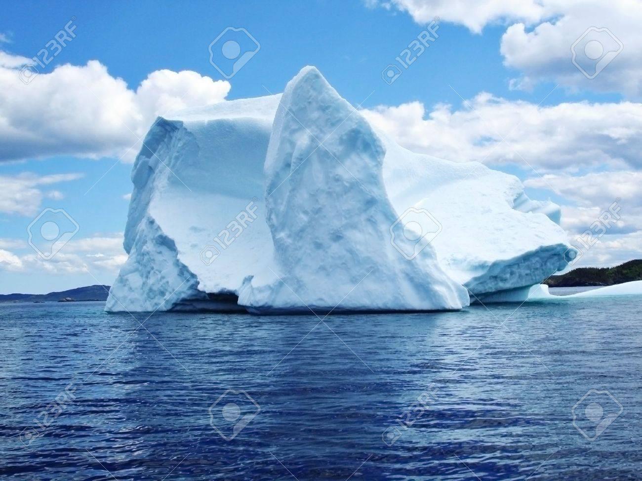 Iceberg in Atlantic Ocean off Newfoundland Stock Photo - 6354382
