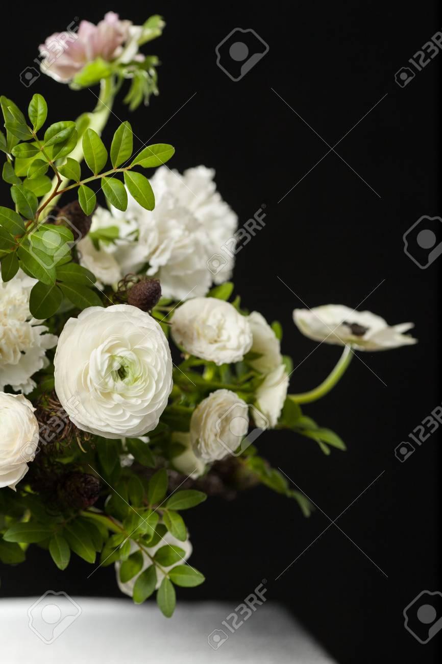 Blumenzusammensetzung Auf Einem Schwarzen Hintergrund Blumenstrauss