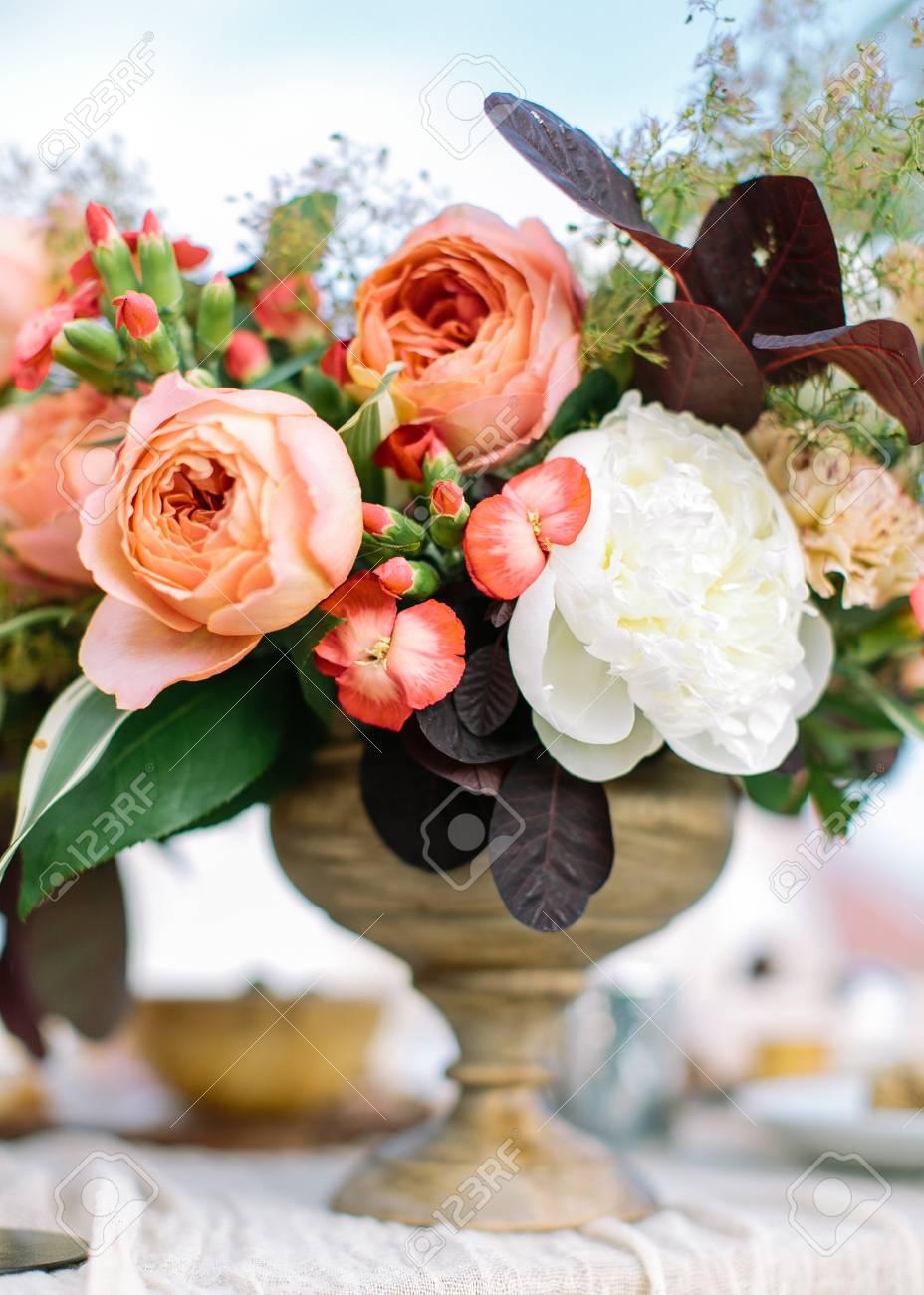 Blumenstrauss Aus Fruhlingsblumen Hochzeitsstrauss Bluht