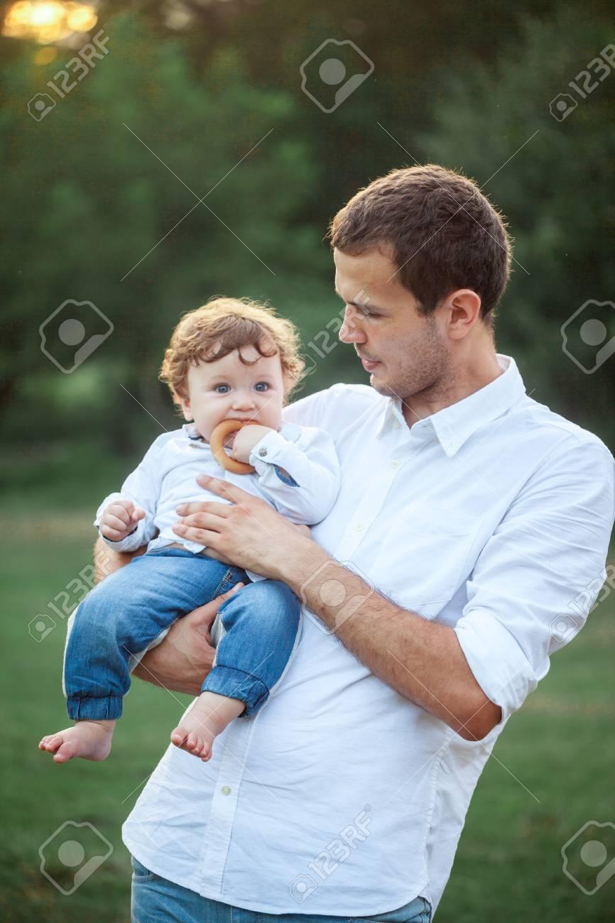 e7406d8eab4 Junge Schöne Vater Und Kind