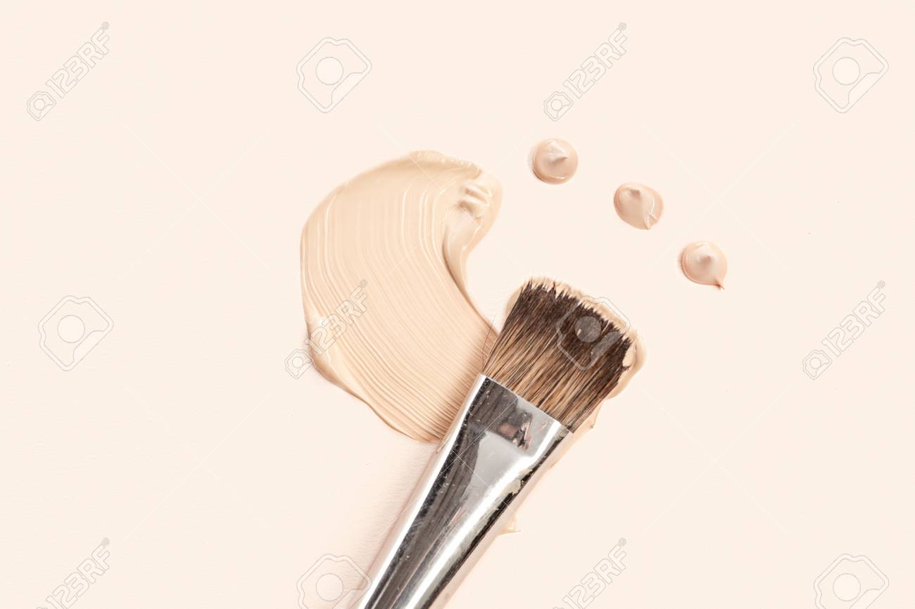 Cosmetic foundation cream and powder with brush - 93753710