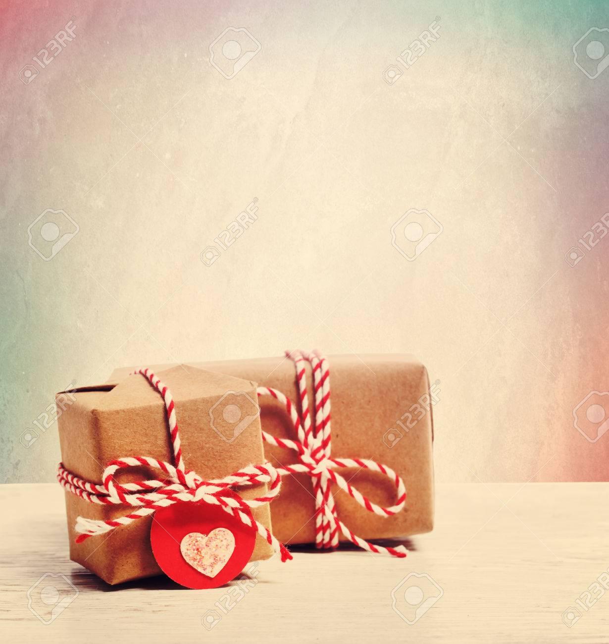Kleine Handgemachte Geschenk-Boxen Mit Herzförmigen Tags In Pastell ...