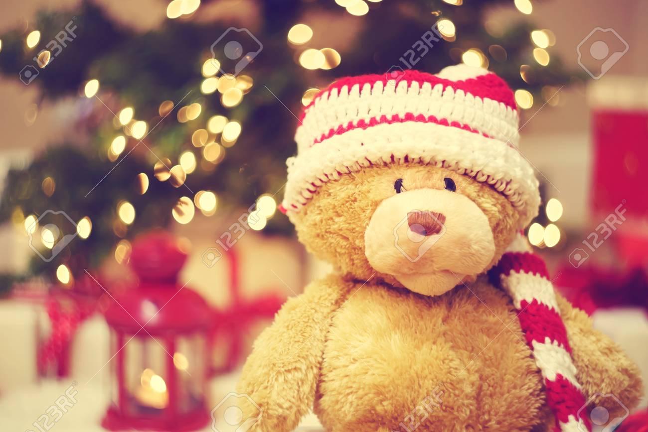 Bär Trägt Santa Hut Mit Weihnachten Geschenk-Boxen In Der Nacht ...