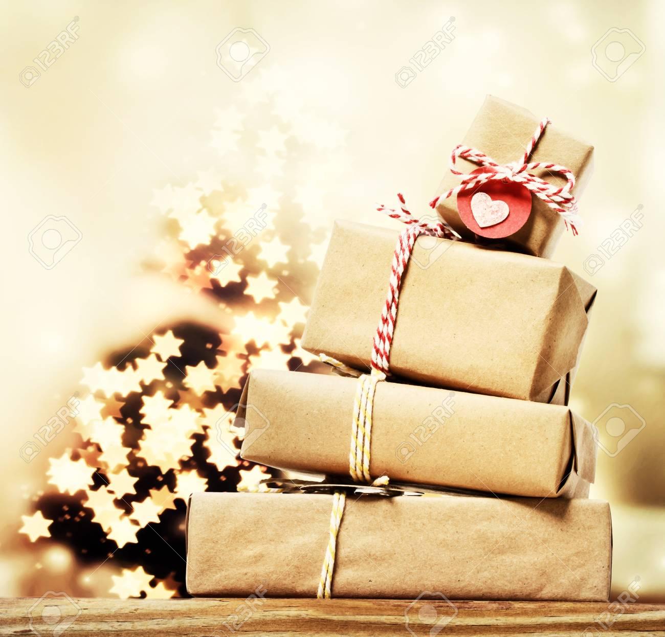 Handgemachte Geschenk-Boxen Mit Sternförmigen Lichter Am ...
