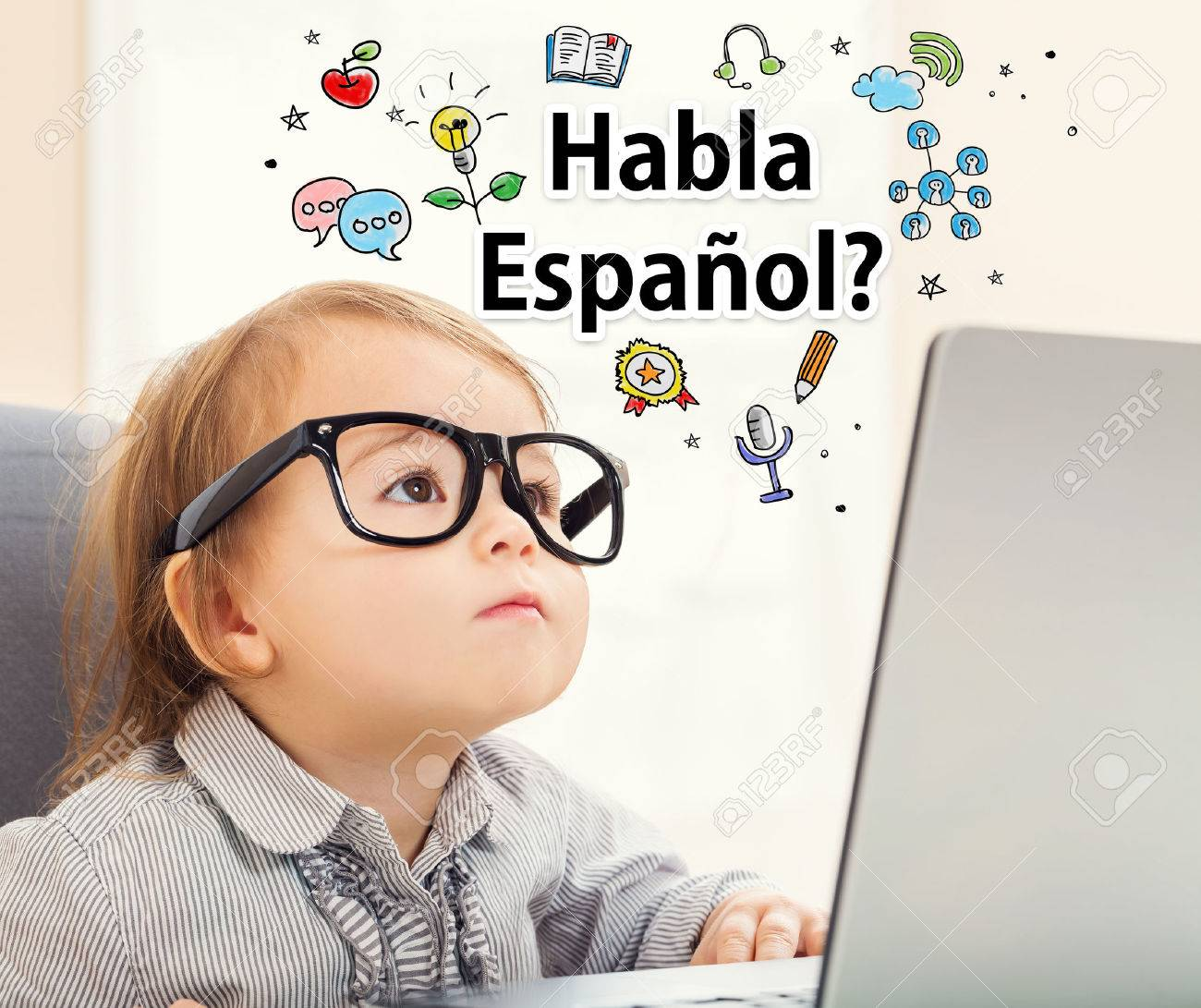 Habla Espanol (Do you speak Spanish) texts with toddler girl using her laptop Standard-Bild - 59198844
