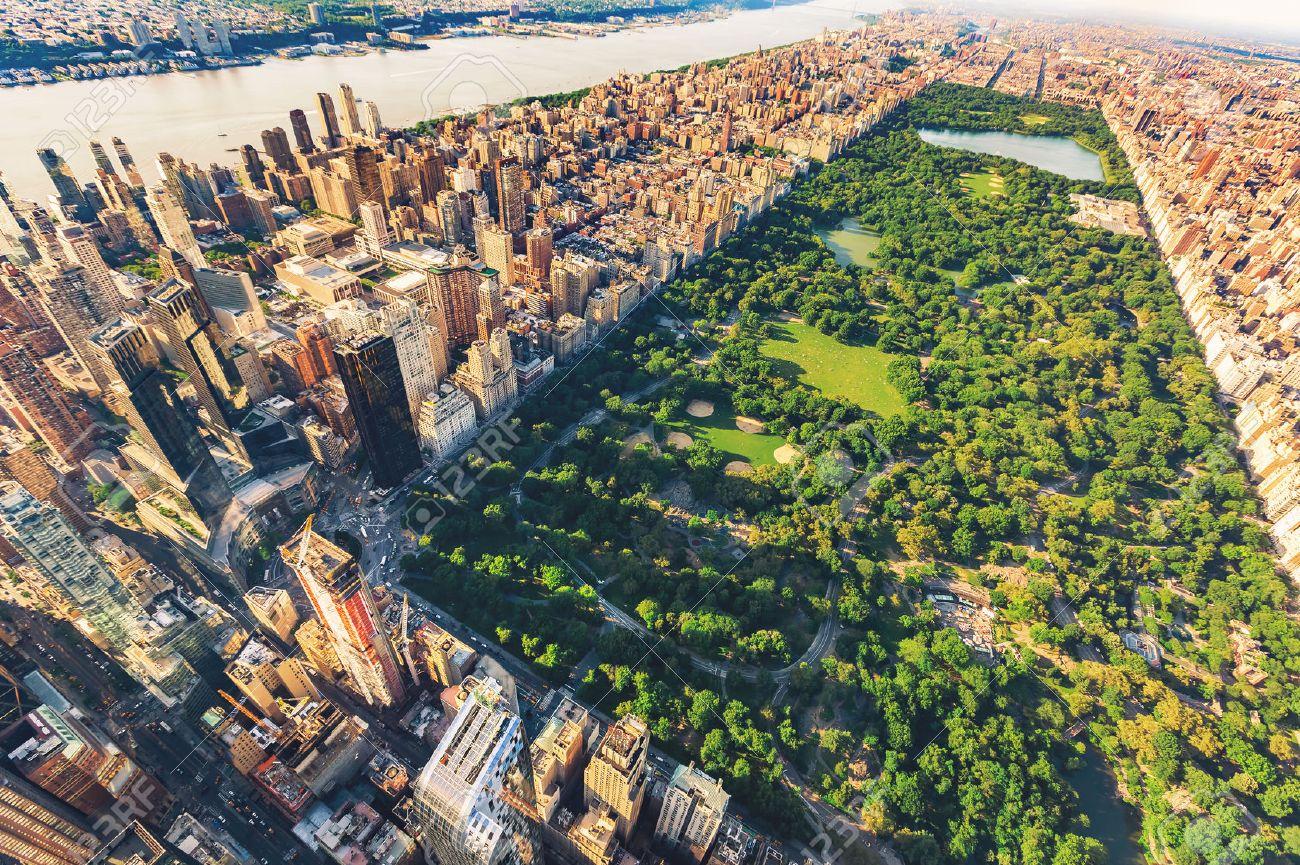 Aerial view of Manhattan New York looking north up Central Park Standard-Bild - 60901811
