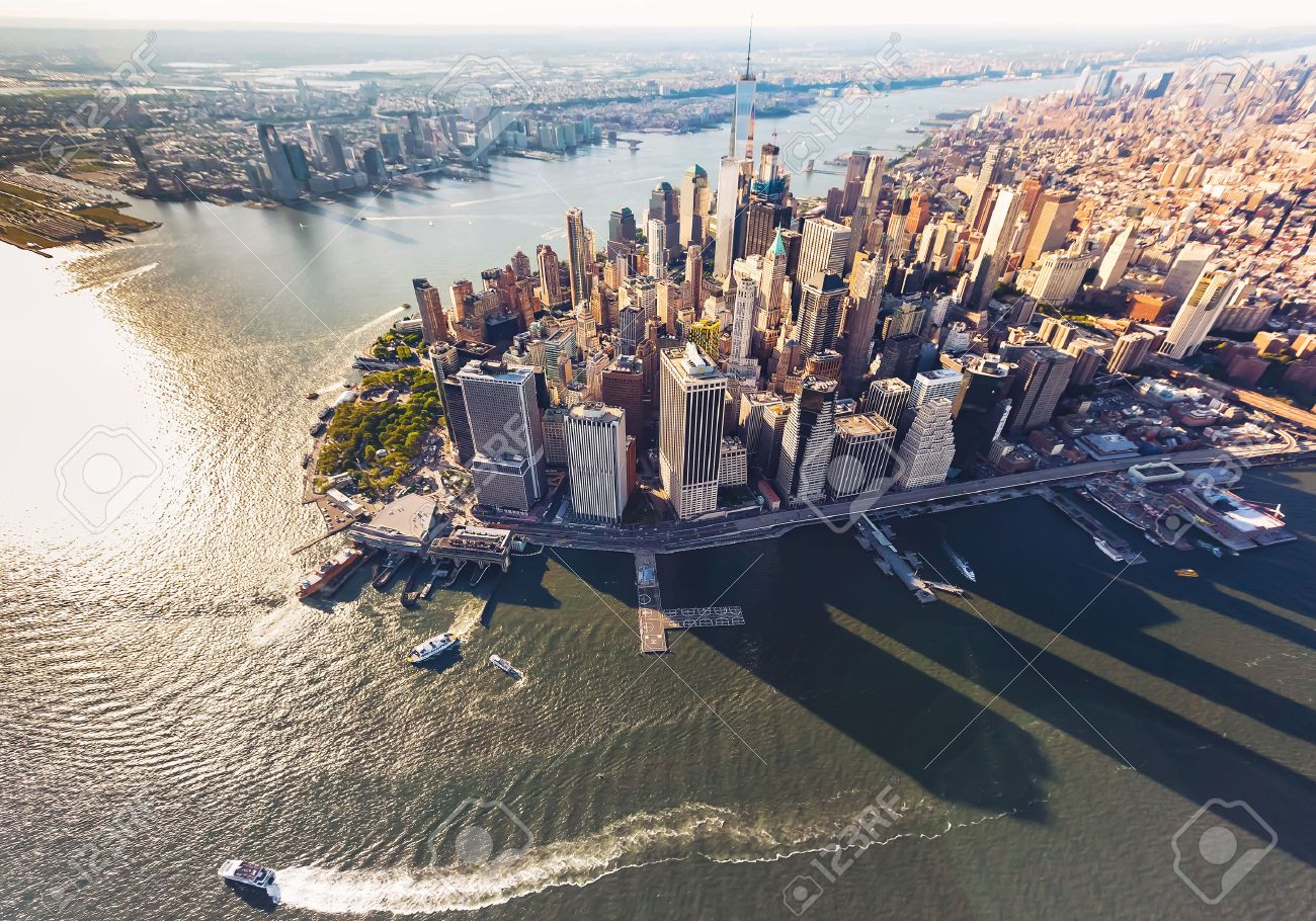 Aerial view of lower Manhattan New York City and the Hudson River Standard-Bild - 60901820