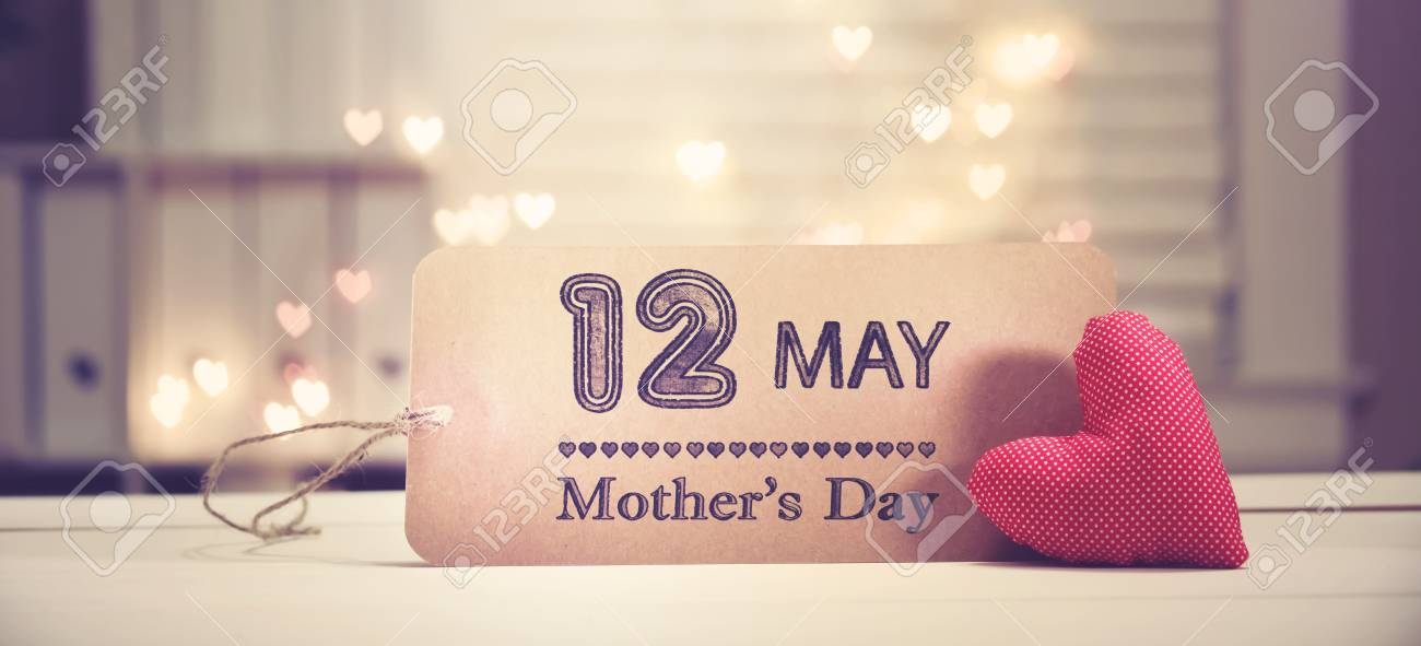 Mothers Day message with a red heart with heart shaped lights - 121140398