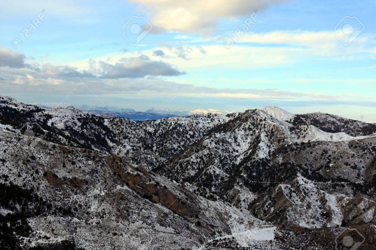 Vue Sur La Montagne Du Paysage De La Neige Vallees Pres De La Ville De Grenade En Espagne Banque D Images Et Photos Libres De Droits Image 19471175