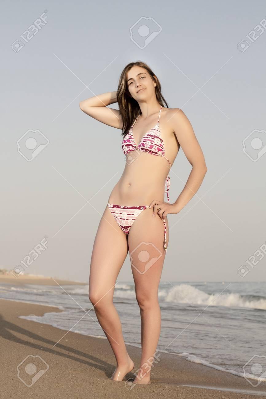 Schöne mädchen in bikini
