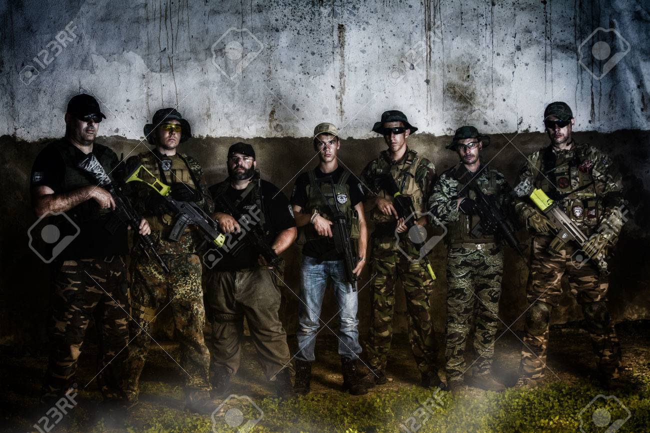 Grunge Camera Effect : Large airsoft group team posing to the camera with a gritty and