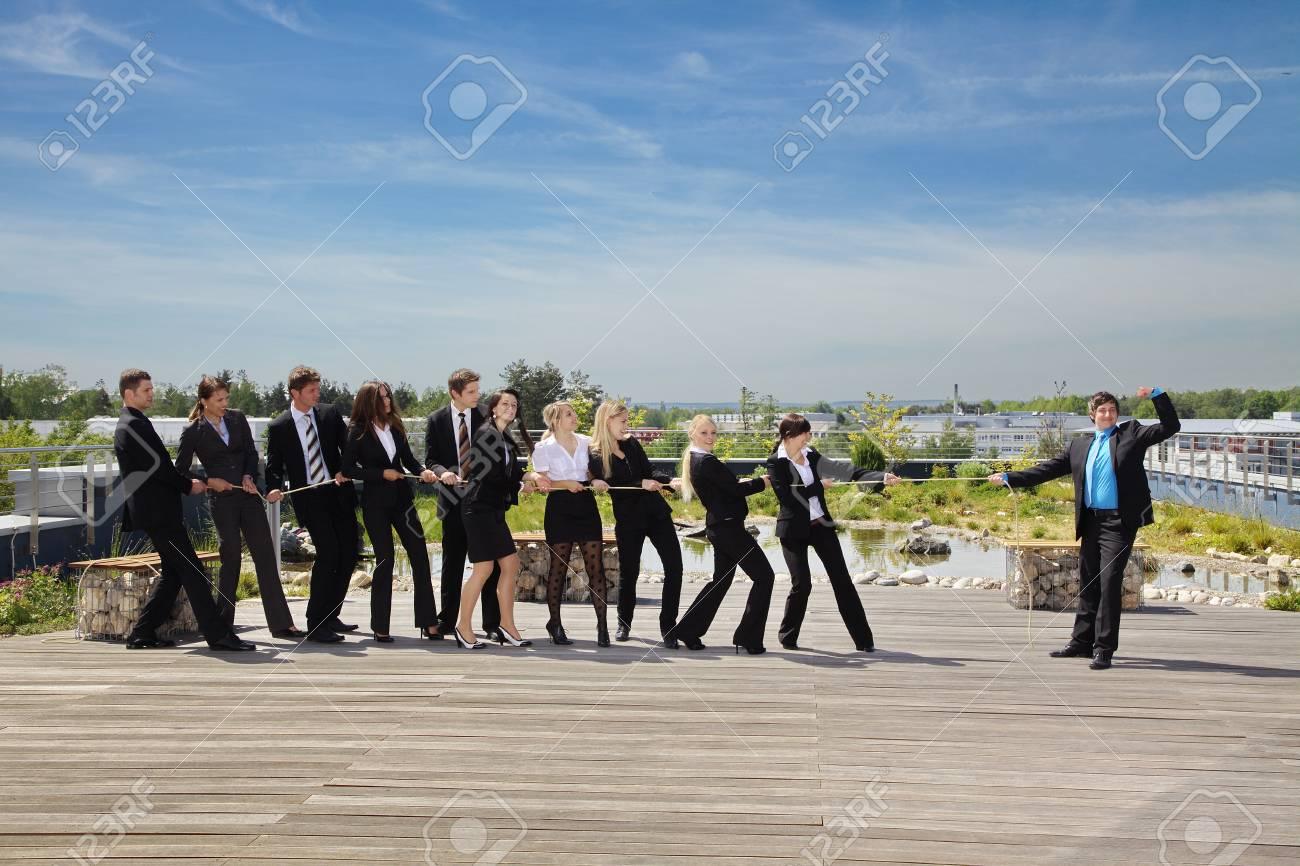 Business Teamwork People pulling on rope - 32052243