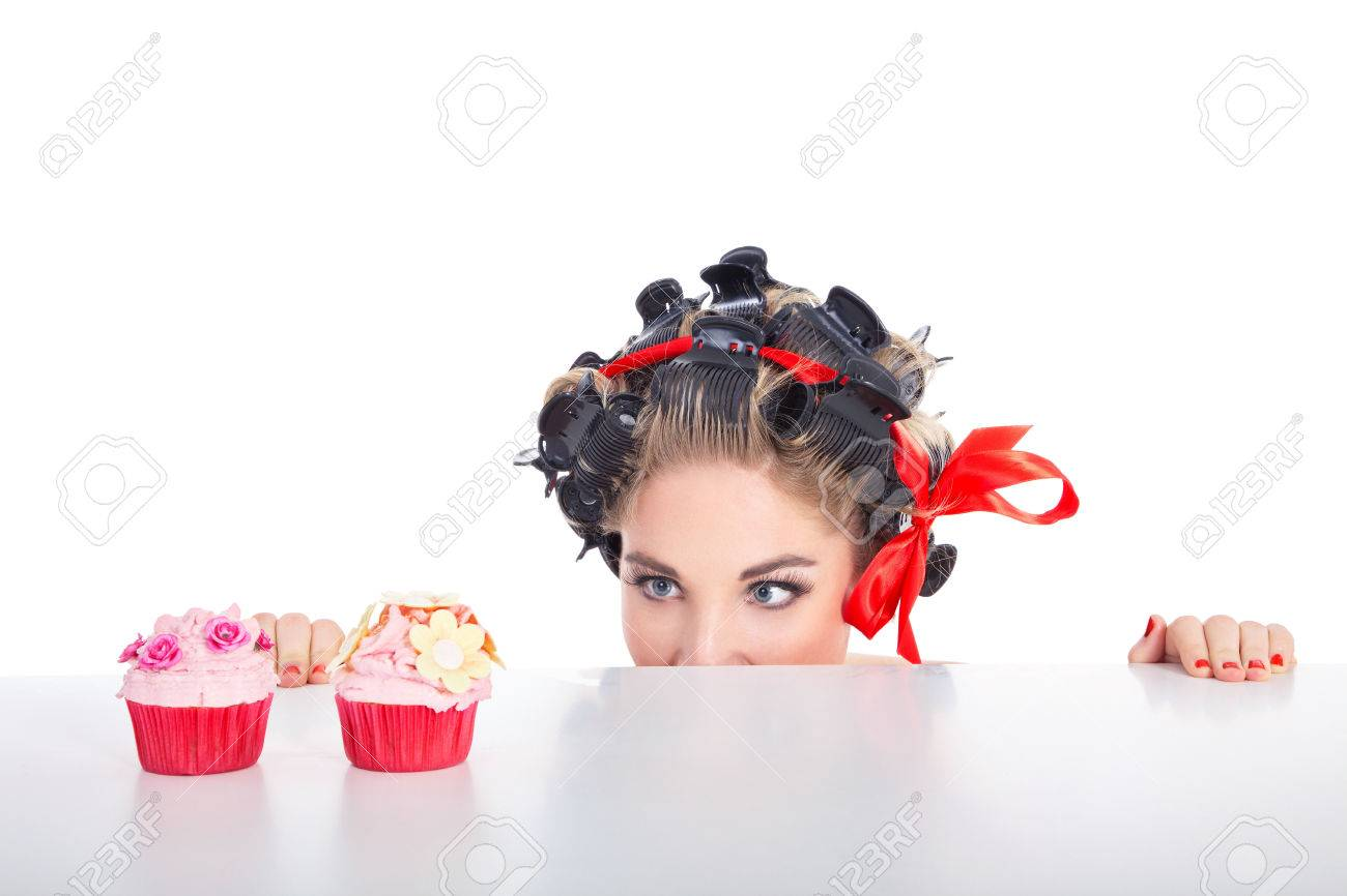 young woman in pin up style and cupcake Standard-Bild - 28803548