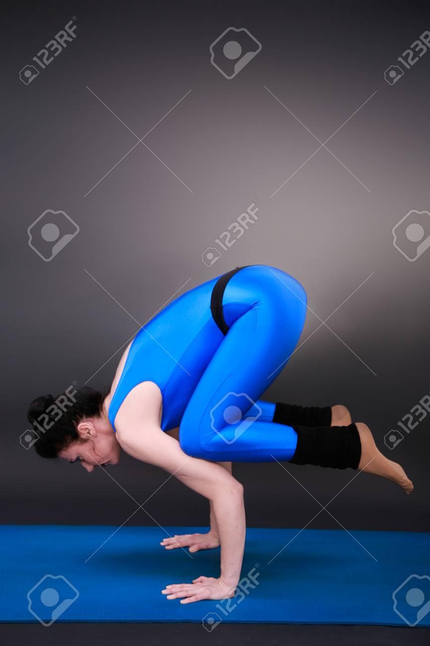 Sporty woman doing yoga - 32091781