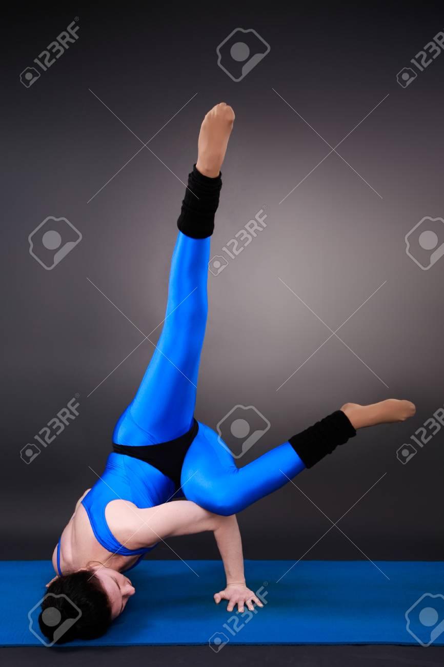 Sporty woman doing yoga - 32091816