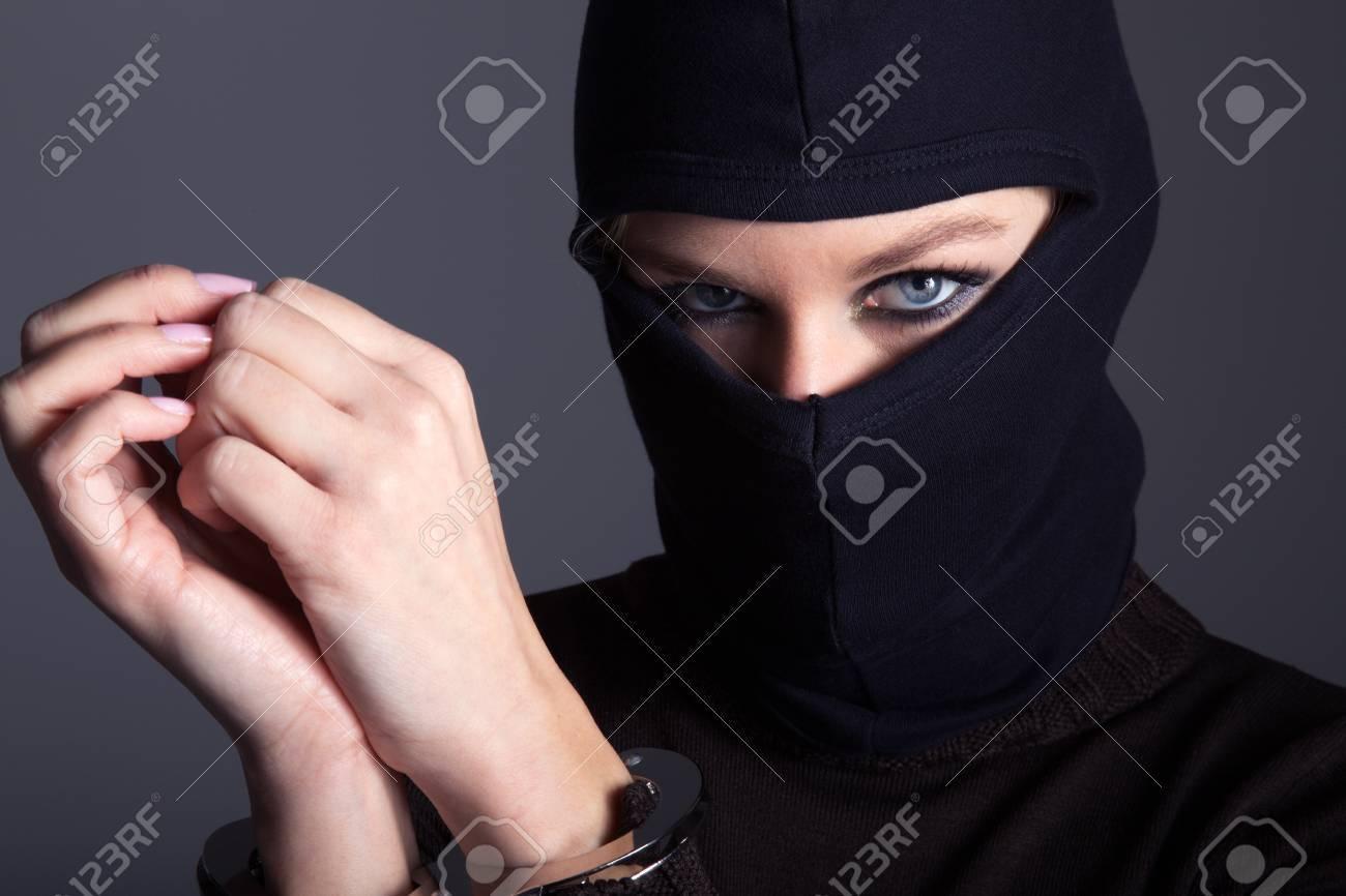 burglar with mask and handcuffs - 32091863