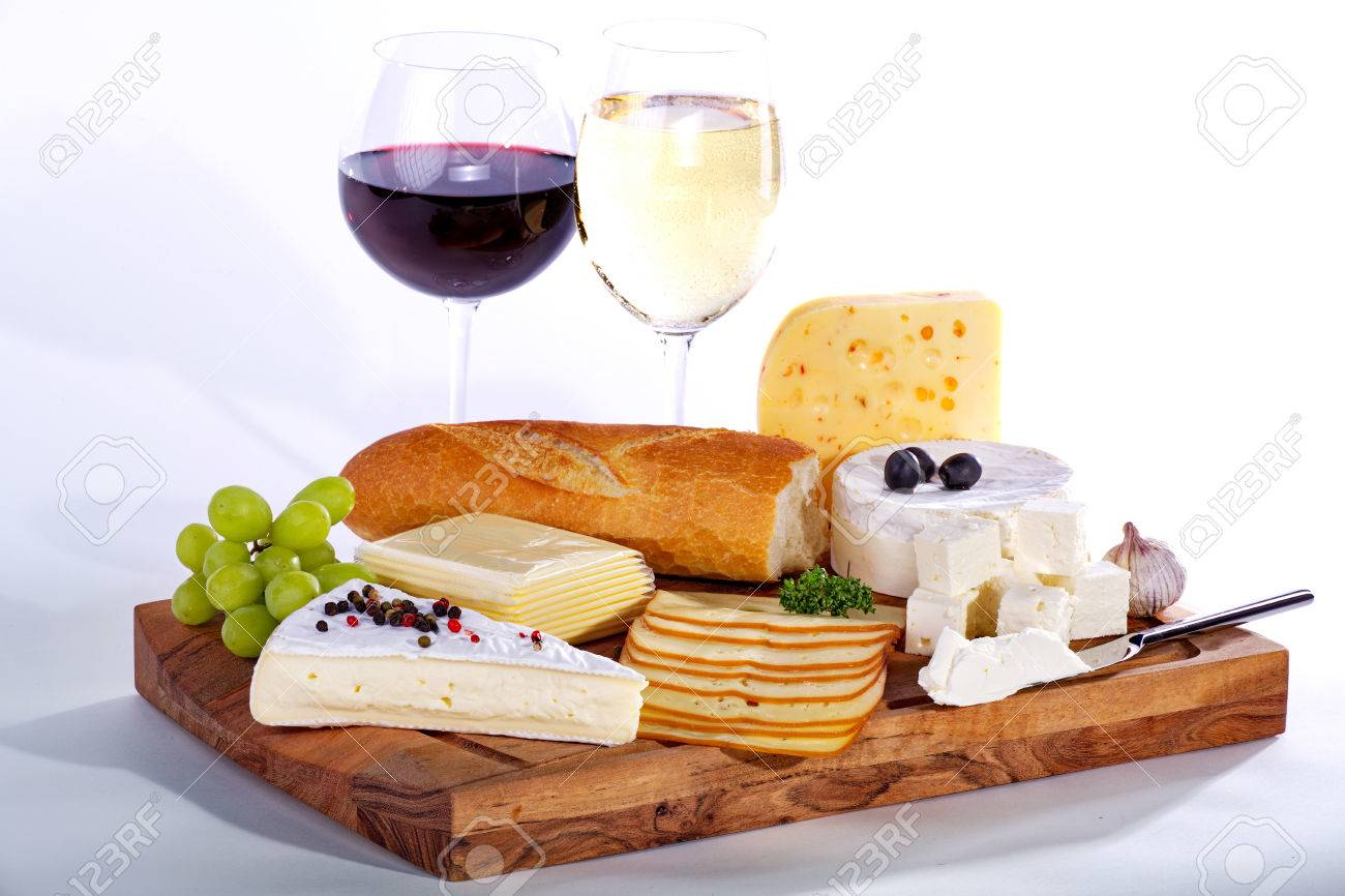cheese with wine on wooden board Standard-Bild - 31409589