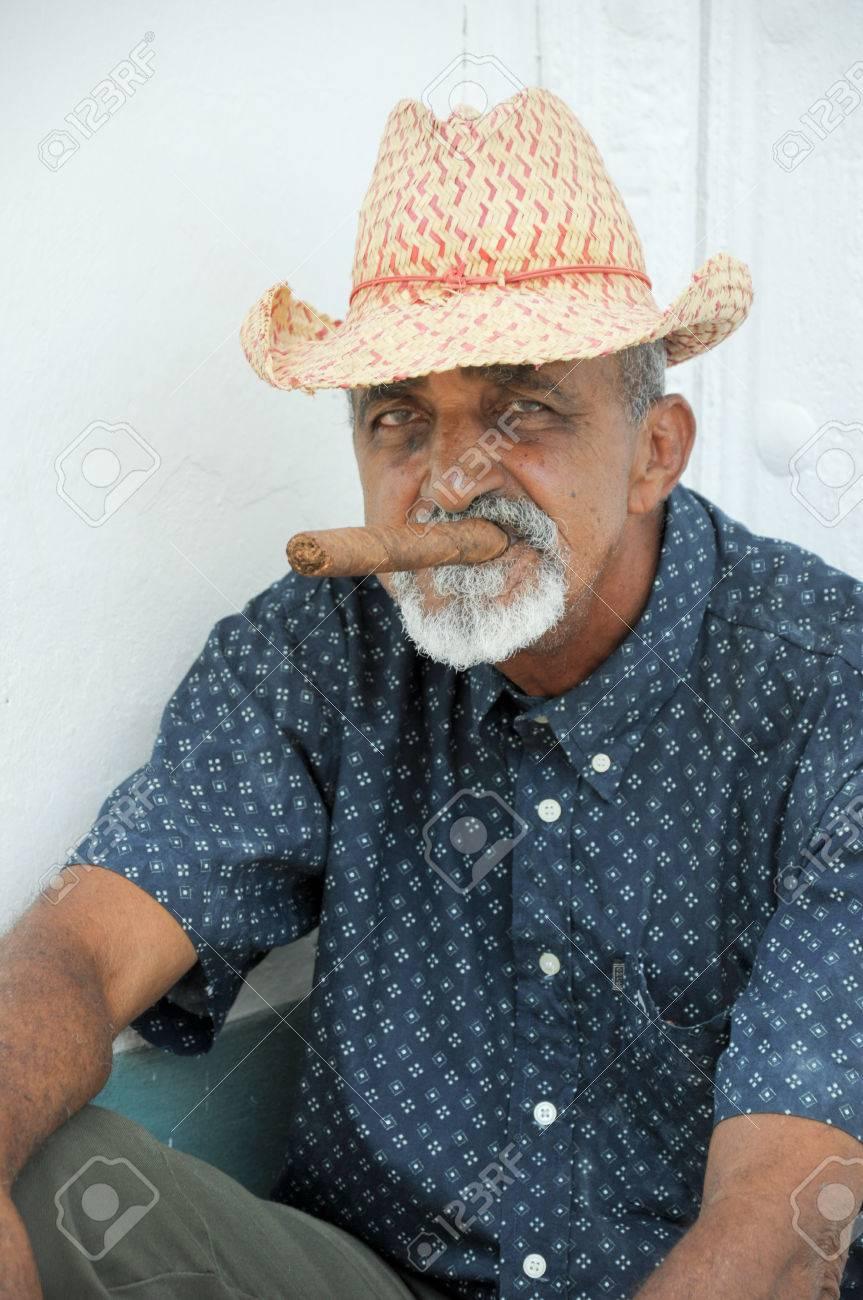 b2316c177 Old Cuban man smoking cigar on street in Havana , 2013