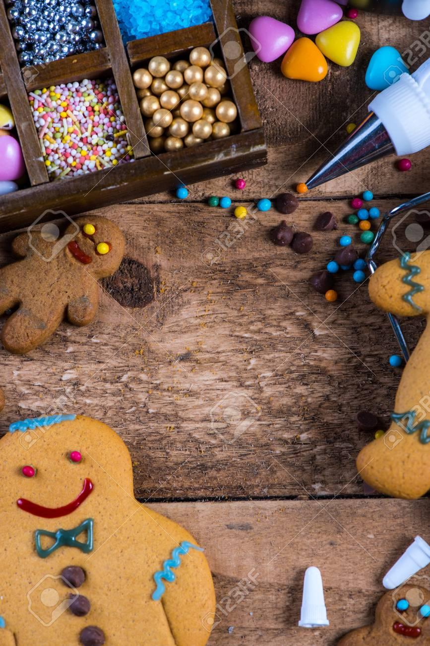 Biscuits De Pain D Epice Maison Decoration Pour Noel Sur La Table
