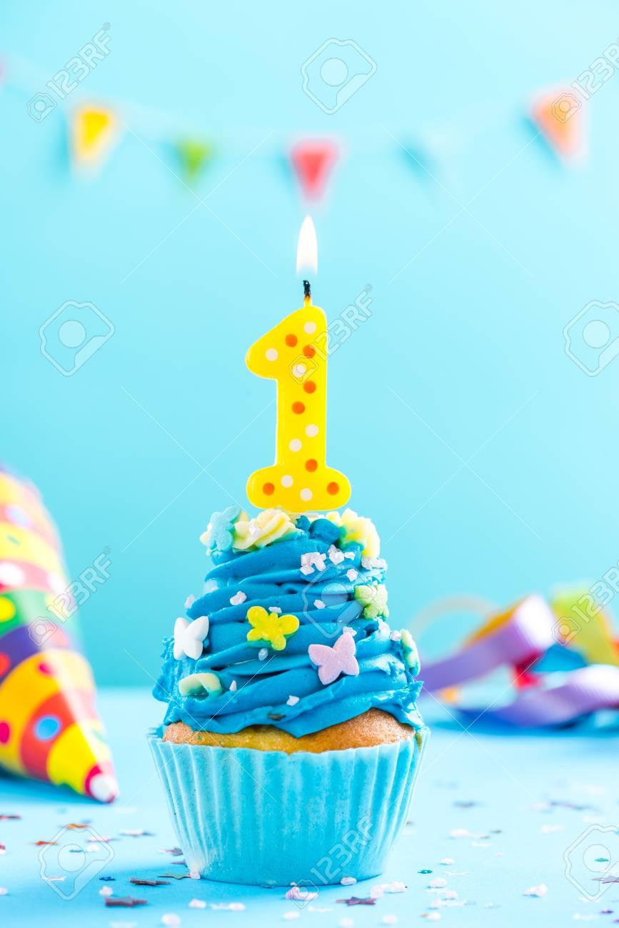 Immagini Stock Primo Cupcake 1 Compleanno Con Candela E Spruzza
