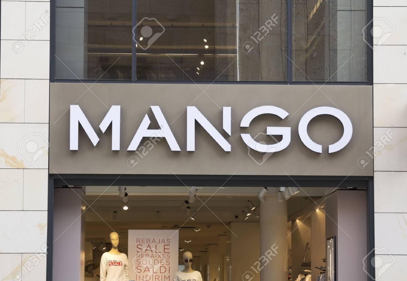 new arrival 569cd 6fdf8 NURNBERG, GERMANIA, il negozio di abbigliamento moda MANGO. Mango è di  proprietà di Punto FA, SL, con sede a Barcellona, ??in Spagna, e progetta,  ...
