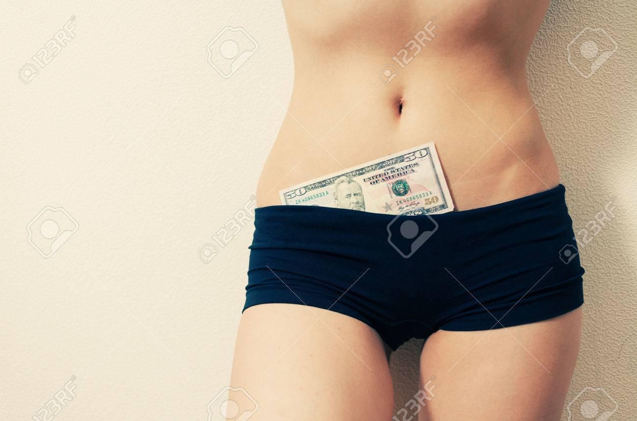 adecuado para hombres/mujeres calidad estable gran variedad de estilos Mujer en chabolas (pantalones cortos ajustados) con 50 billete de un dólar  en