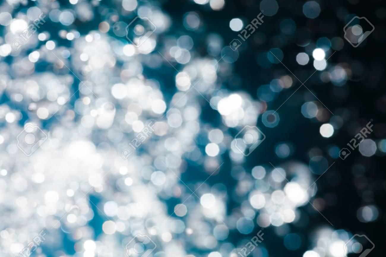 Fond D Ecran De Noel Floue De Neige Qui Tombe Des Taches De Lumiere Bokeh Fond Bleu De Noel Abstrait Defocalise