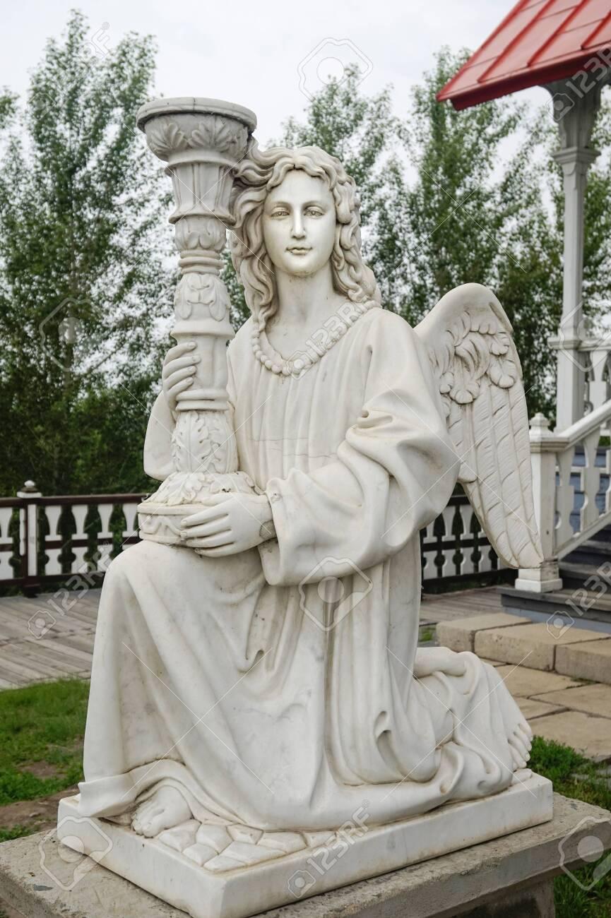 Ancient Greek portrait statue - 127405319