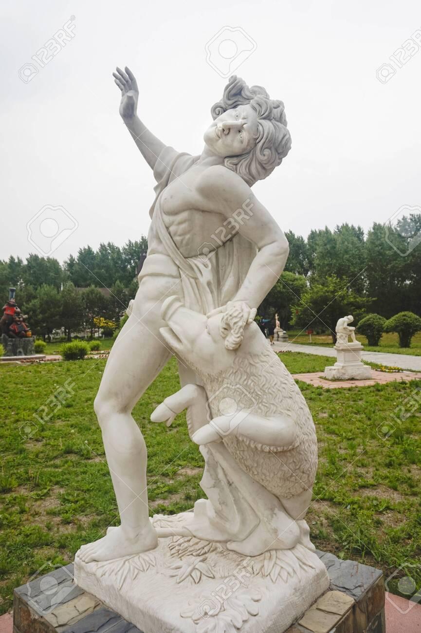Ancient Greek portrait statue - 127407585