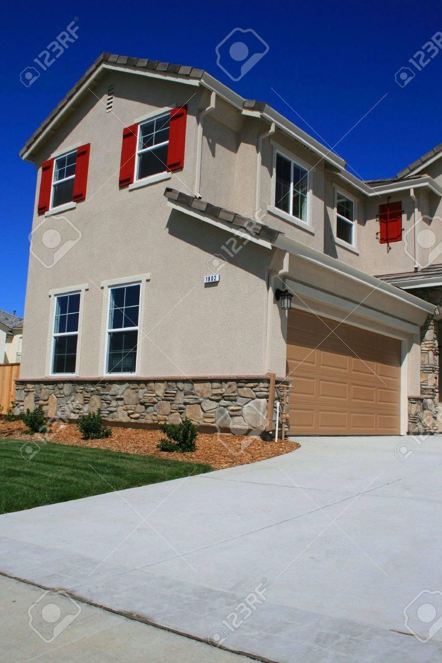 Modernes Neue American Haus Zum Verkauf Verfügbar. Lizenzfreie Fotos ...