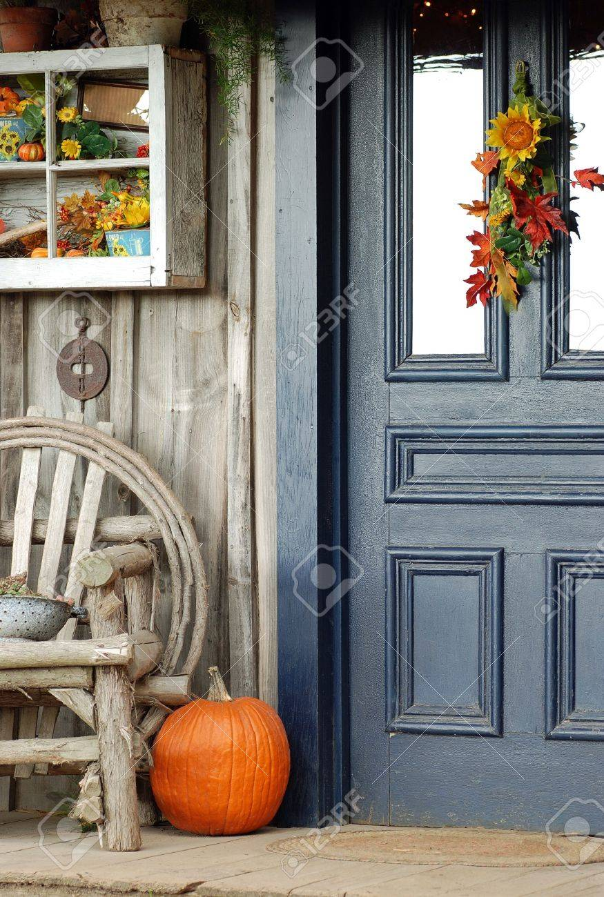 Fall front porch - 14554318