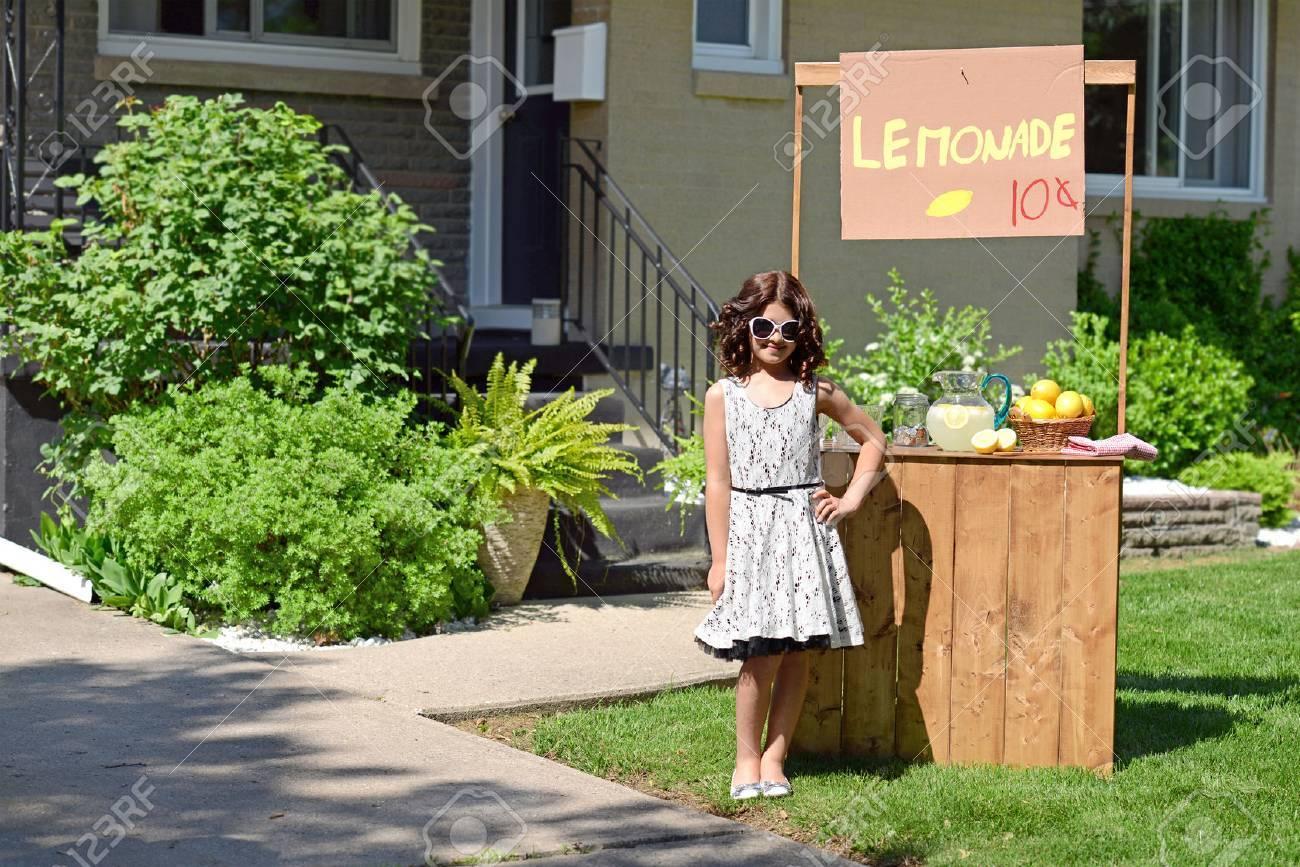 little girl with lemonade stand - 22873577