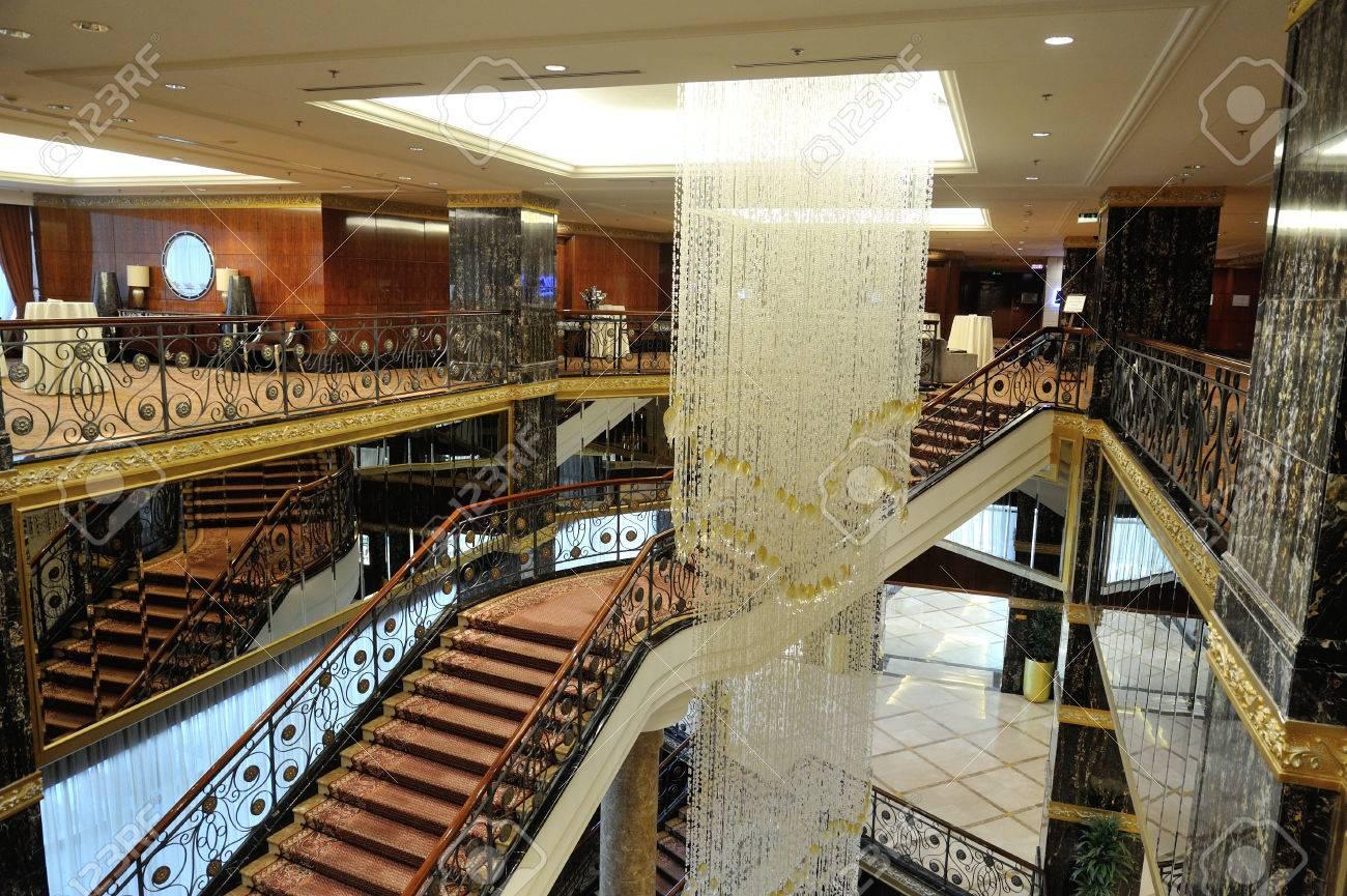 Kronleuchter Treppe ~ Moskau 26. februar: halle treppen und einen großen kronleuchter