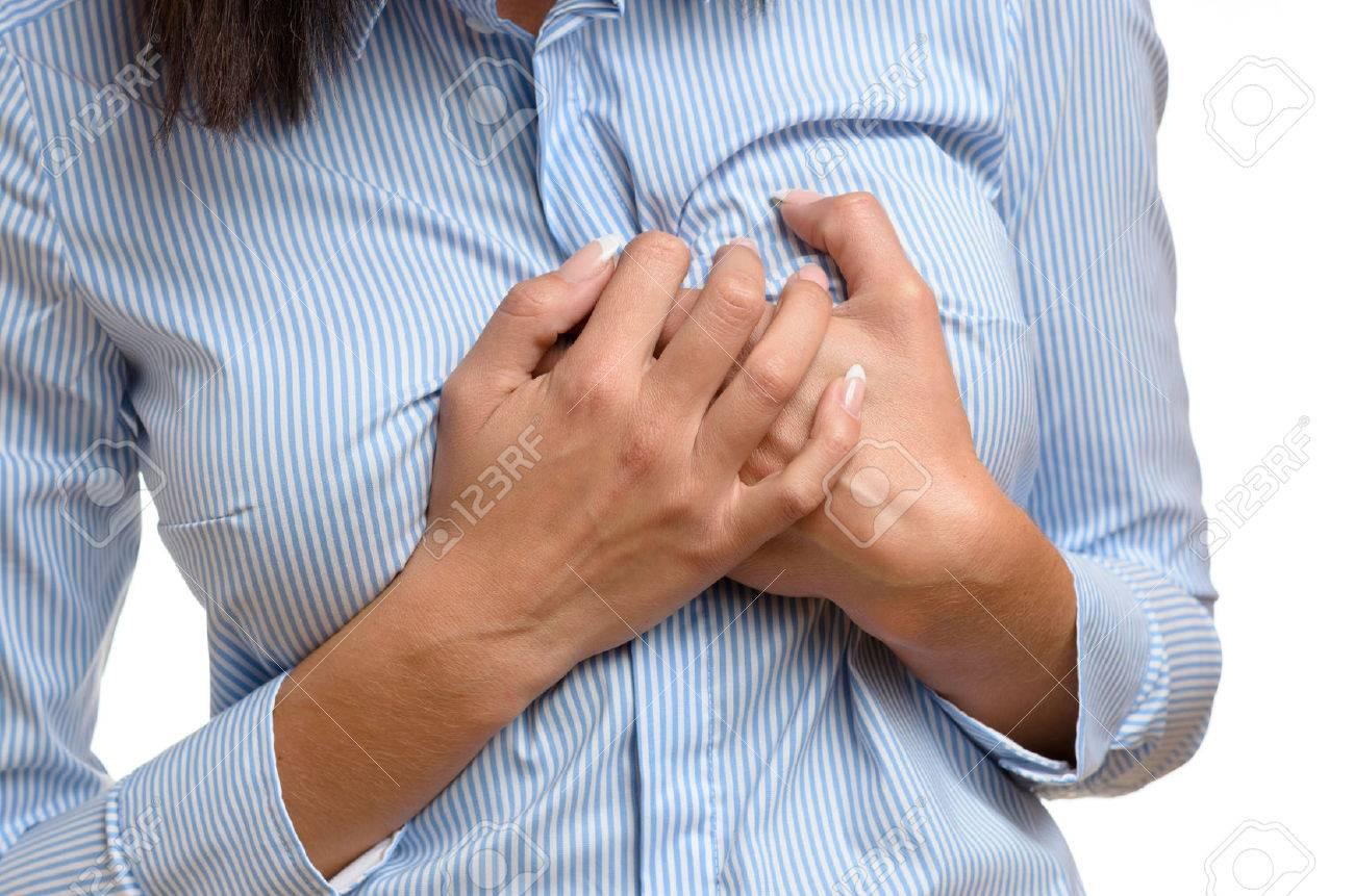彼女は苦しむ心臓発作や心筋梗塞...