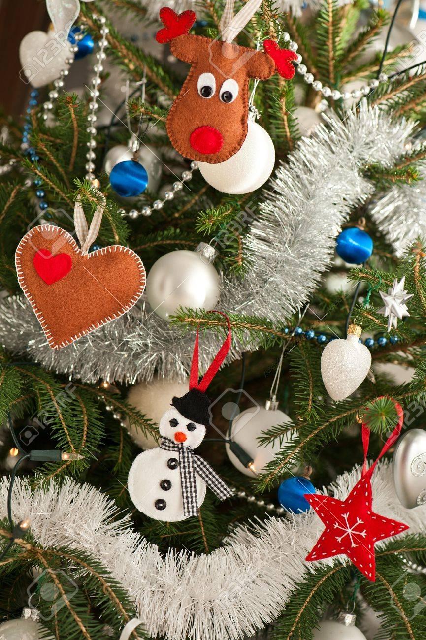 Christmas Tree Toys Handmade.Christmas Tree Decorated With Handmade Felt Toys