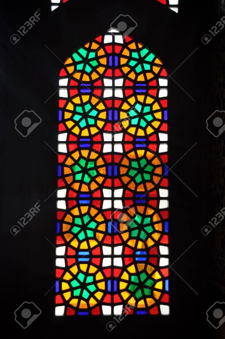 Fönster blyinfattade fönster : En Gammal Blyinfattade Fönster I En Kyrka I Iran Royalty-Fria ...