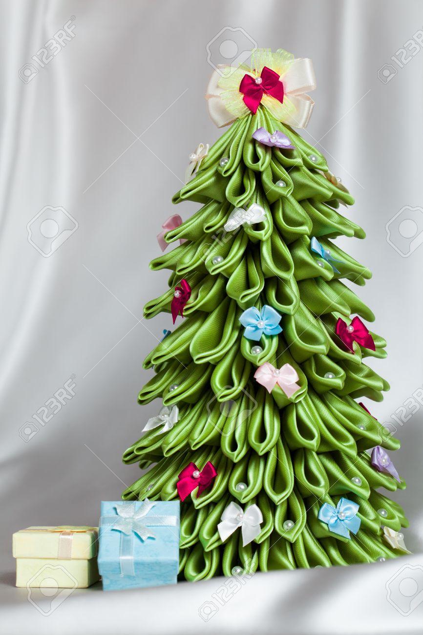 hecho a mano decoracin del rbol de navidad verde de la tela cinta kanzashi foto de - Arbol De Navidad De Tela
