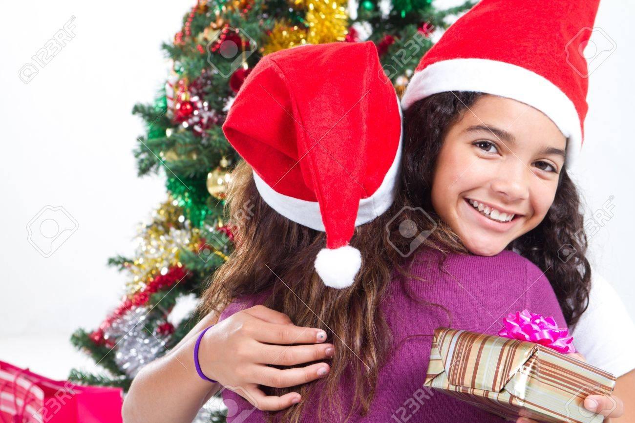 Glücklich Tochter Knuddeln Mutter Am Weihnachten Tag Lizenzfreie ...