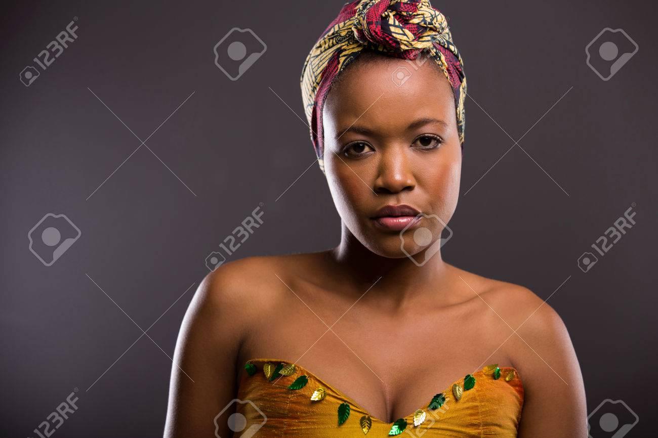 https fr 123rf com photo 30771795 belle femme africaine c3 a0 la peau claire en regardant la cam c3 a9ra html