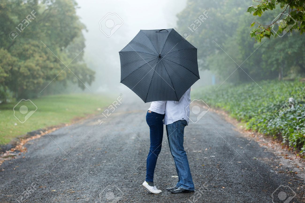 couple in rain images u0026 stock pictures royalty free couple in