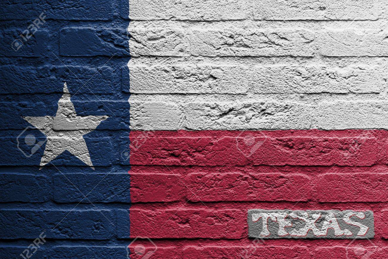 Mur de briques avec une peinture d'un pavillon isolé, Texas Banque d'images - 17995000