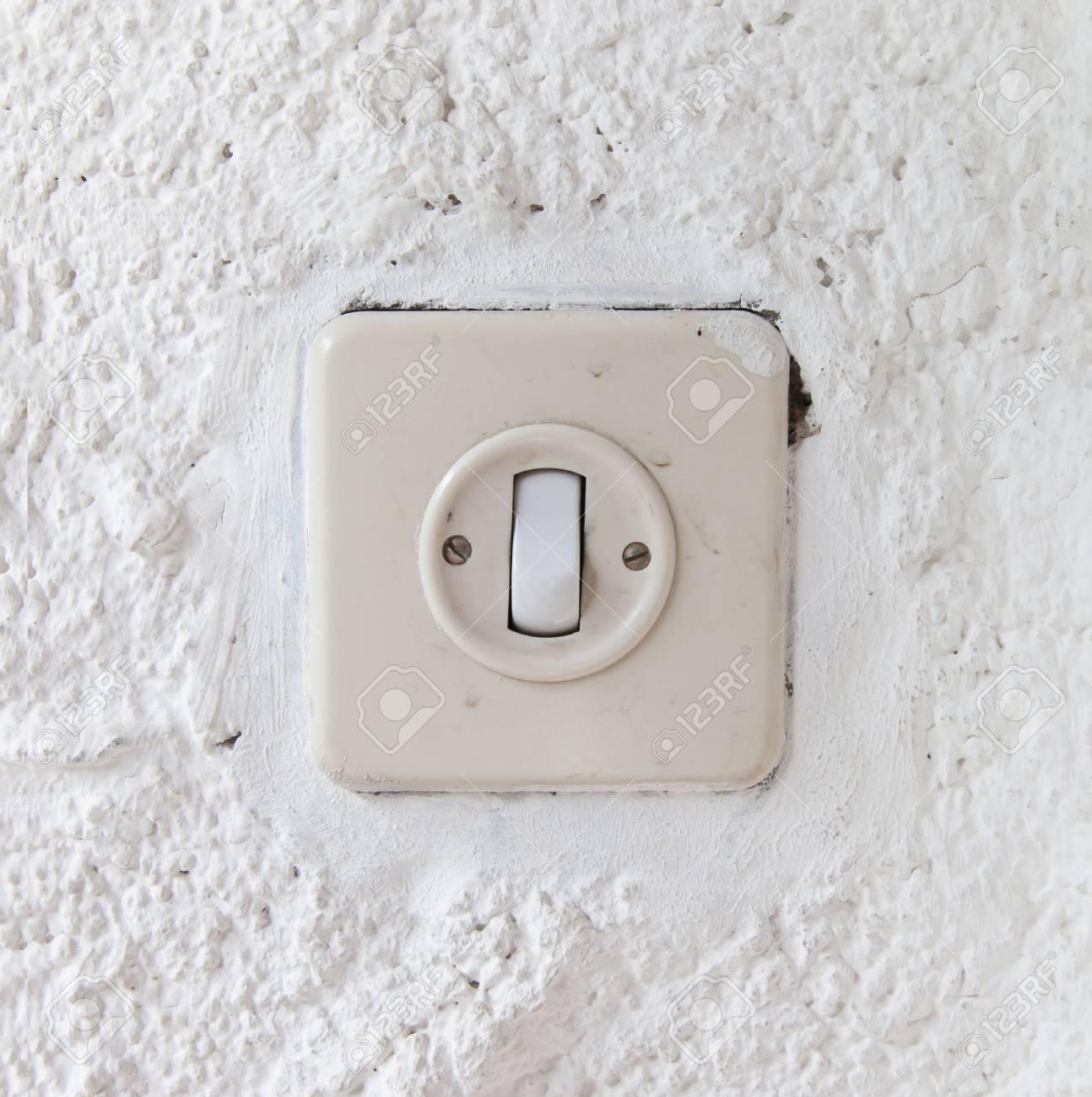 Drücken Sie Ein- / Ausschalten Elektrischer Schalter, Alten Putz ...
