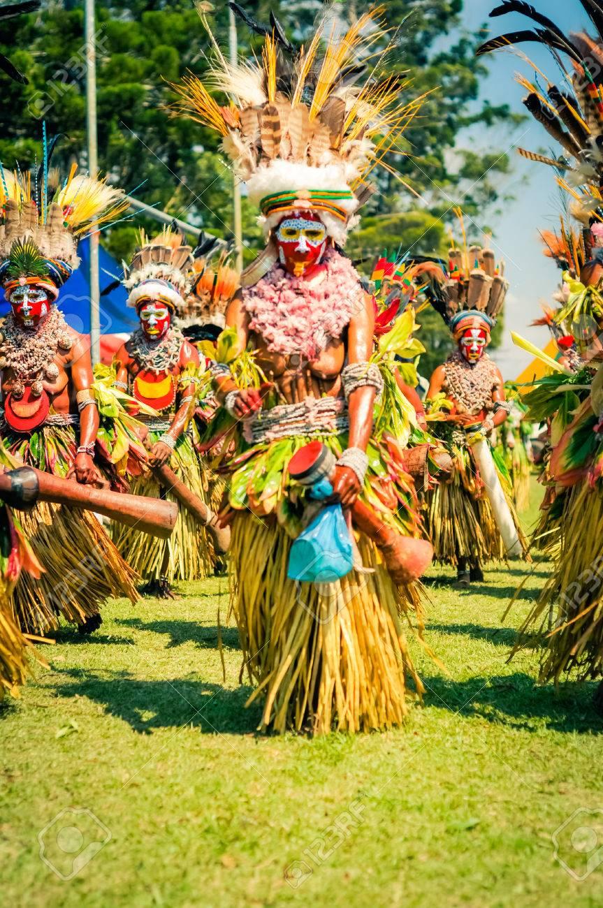 [Imagen: 58009209-hagen-show-papua-new-guinea-cir...n-face.jpg]
